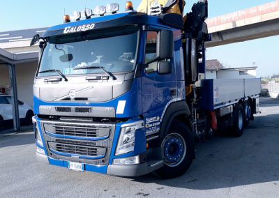 movimentazione camion con gru